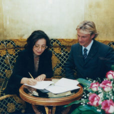 Signing contract between VILED and Maxence Wan Der Bawede, Almaty, 2000