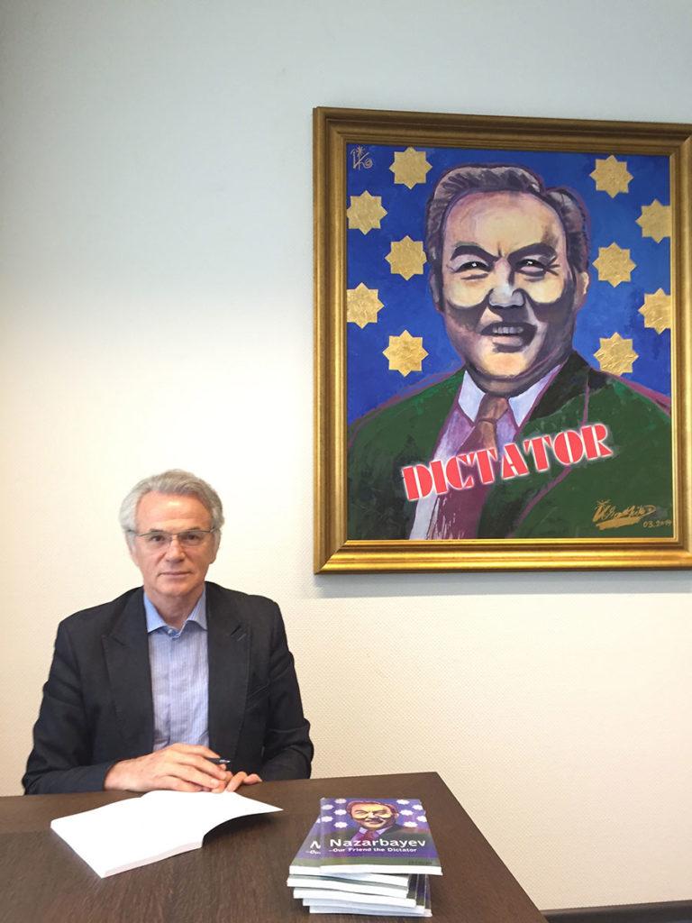 Les livres du dissident et homme politique kazakhstanais Viktor Khrapunov