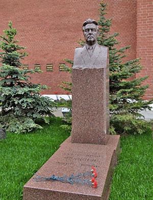 Москва, Кремлевская стена, могила Л. Брежнева